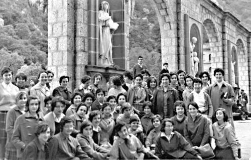 Pujadad'estudiantsde l'Escola de Mestres a Montserrat.1966