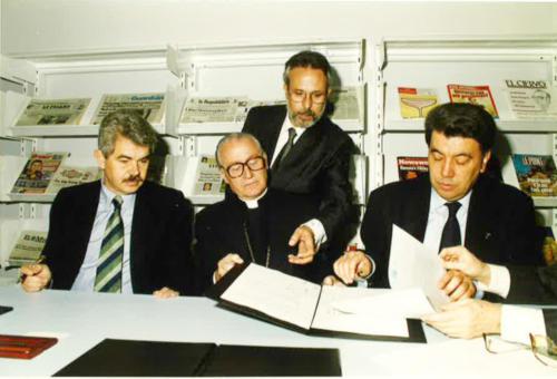 L'alcalde Pasqual Maragall i l'arquebisbe Ricard Maria Carles. Inauguració de les primeres aules dels estudis de Comunicació. FCC. 1994