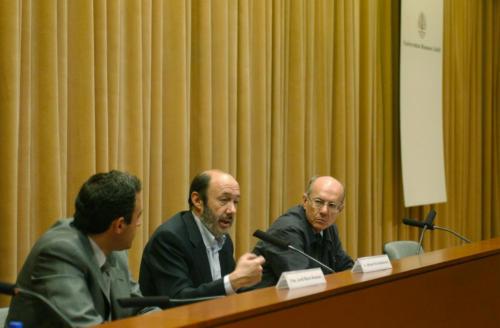 Conferència d'Alfredo Pérez Rubalcaba a la FPCEE. 2003